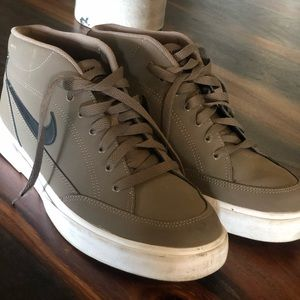 Men's 9.5 Nike shoes